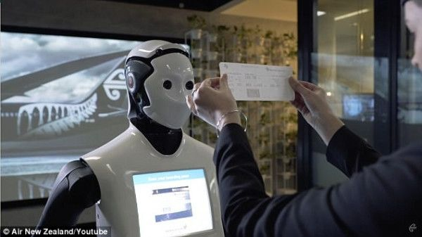 """悉尼机场现机器人 帮你登机还会挥手说""""拜拜"""""""