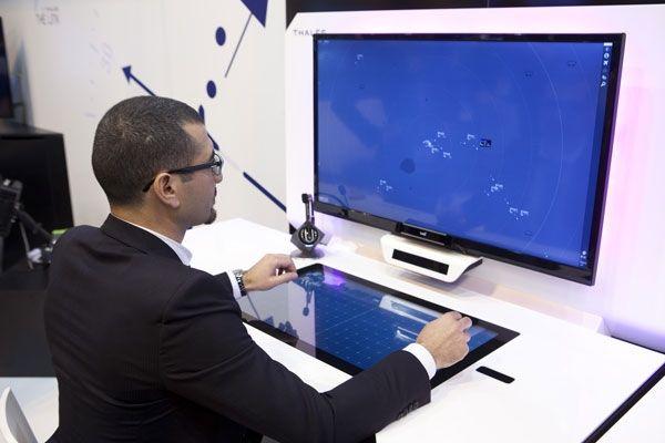 管制员工作站将迎来技术复兴 AR、AI成重头戏