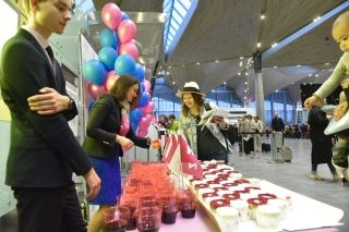 Passengers enjoyed celebratorypastry in honor of the the new route launch