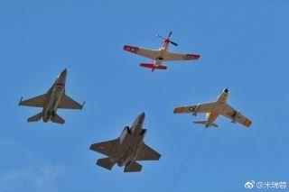 加拿大国际航展上的精彩飞行表演。