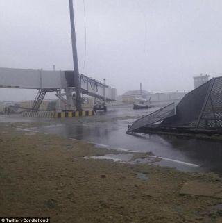 """圣马丁机场遭飓风""""艾玛""""横扫 设施损毁严重"""