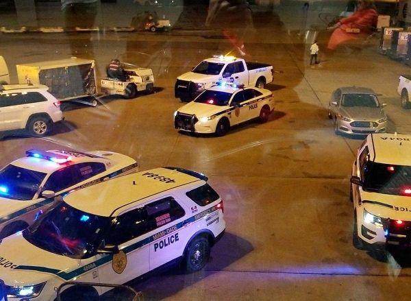 迈阿密机场带刀男子被警方用枪击中 航站楼关闭