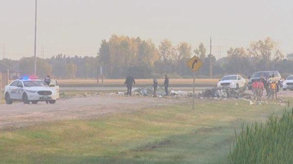 加拿大一架小型飞机在高速上坠毁 现场惨烈