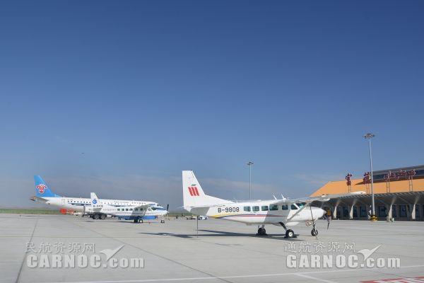 富蕴机场暑运共保障各类飞行779架次