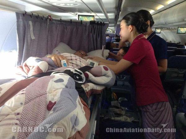 为救治藏族同胞 重庆航空搭建绿色通道