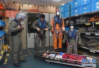 在香港特区政府飞行服务队基地,飞行服务队成员廖贵兴(左)和莫景扬在整理装备(9月6日摄)。