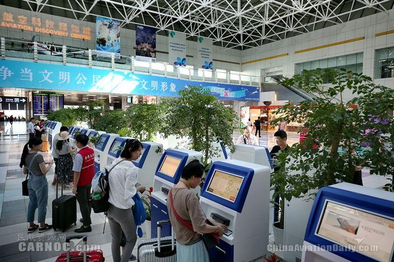 珠海机场增加自助值机设备 满足乘客需求