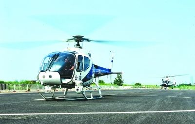 安徽合肥警务航空大队进行双机编队训练