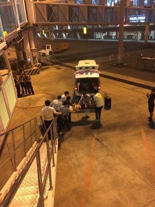 刚起飞男乘客全身抽搐 航班迅速返航急救