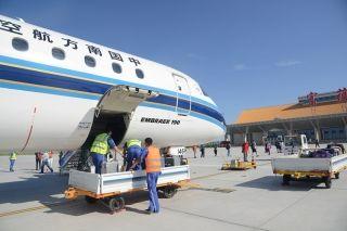 富蕴机场各项生产运营数据再创新高