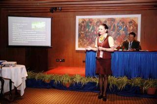 90后地服姑娘在国际会议发表英文演讲
