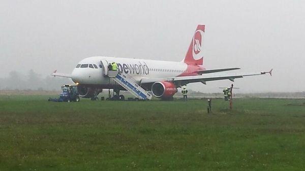 柏林航空一客机冲出跑道 无人受伤