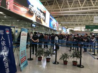 青岛航空迎来长假客流高峰 建议旅客错峰出行
