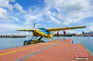 赛斯纳208B-EX型水陆两用飞机停靠在海口秀英港。