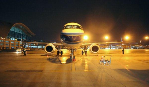 南航新疆机务中秋夜:一场机坪上的跨夜检修