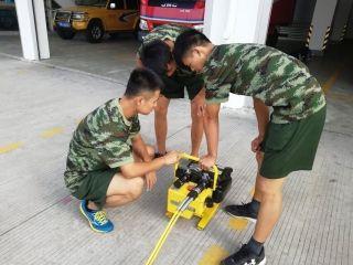 厦门机场特勤班组开展液压破拆器材实操培训
