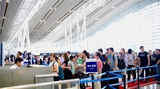 """长沙机场""""双节""""运送旅客58.9万人次 创新高"""