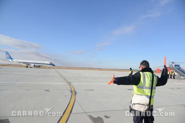 富蕴机场国庆中秋保障通航飞行超过150小时