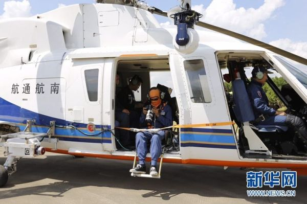 广州供电局利用直升机对电网主动脉展开巡检