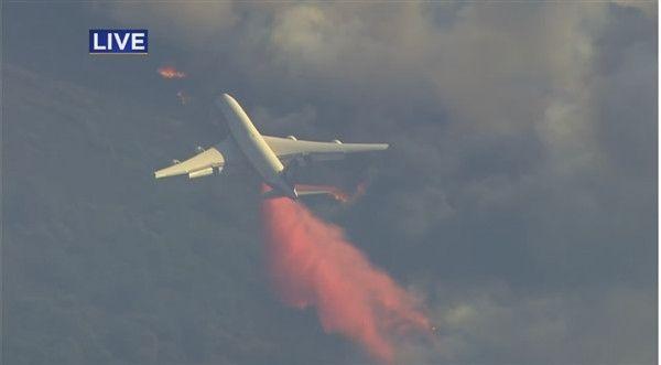 加州火灾3天扑不倒:世界最大灭火飞机出动