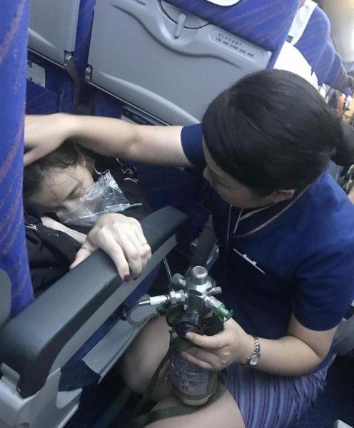 女子倒飞机上紧急救治 竟是大闸蟹惹的祸