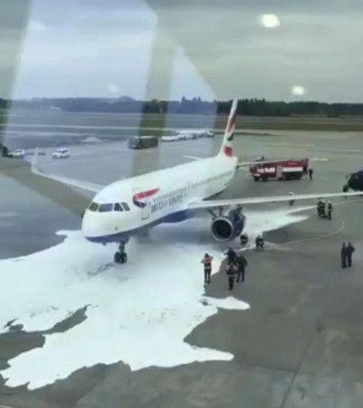 刹车过热引发烟雾,英航飞机被喷灭火泡沫