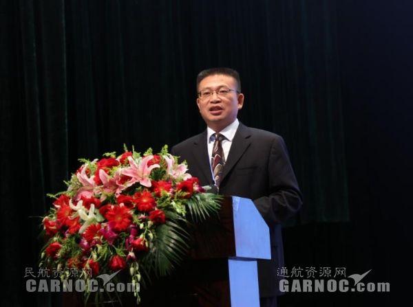 航空工业集团科技委副主任、航空工业直升机总设计师吴希明作报告。