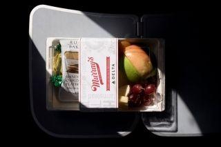 美国部分航空公司的免费餐食重返客舱