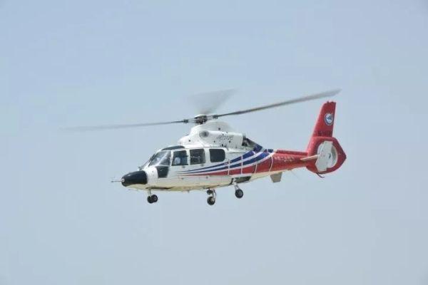 AC312E直升机在建三江湿地机场进行起航试训