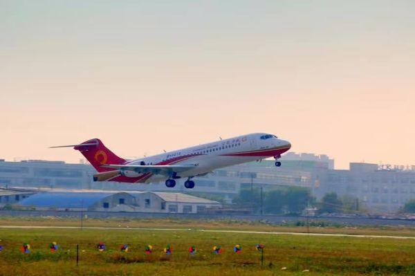ARJ21-700飞机108架机首飞成功