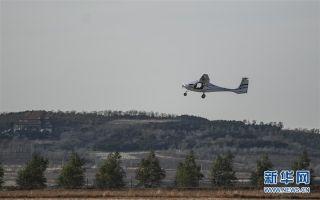 11月1日,飞行员驾驶RX1E-A型飞机飞行。
