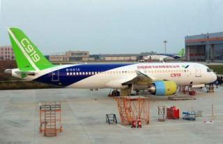 两架国产大飞机C919同时现身上海中国商飞试飞中心。