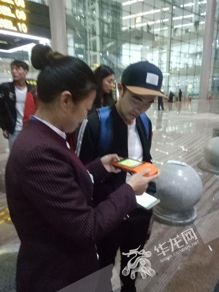 重庆两条机场快线推出手持机购票