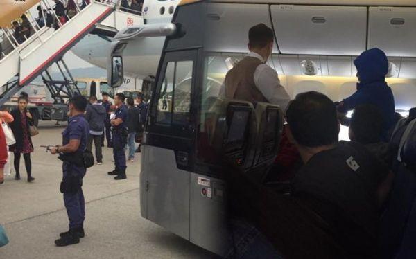 女子谎称机上有炸弹 国泰航班紧急疏散乘客