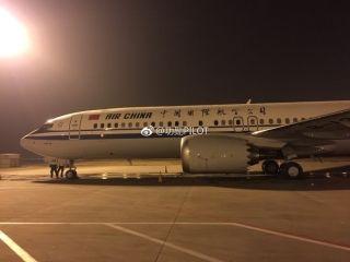 """国航首架波音737max飞机来啦 摄影:微博网友""""@功勋PILOT"""
