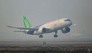 清晨7:46,C919从浦东机场起飞。