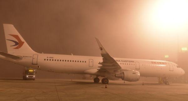 大雾突袭 成都机场发布大面积航班延误预警