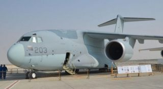 11月12日,第15界迪拜航展在阿联酋迪拜的阿勒马克图姆机场拉开序幕。据悉,该航展为期五天,除了开幕当天的飞行特技表演还有超过160多架的飞机静态展示以及巨额交易的达成。