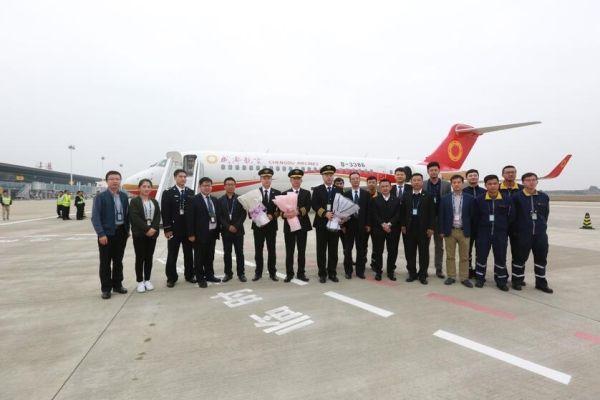 国产ARJ21-700型飞机圆满完成调机任务