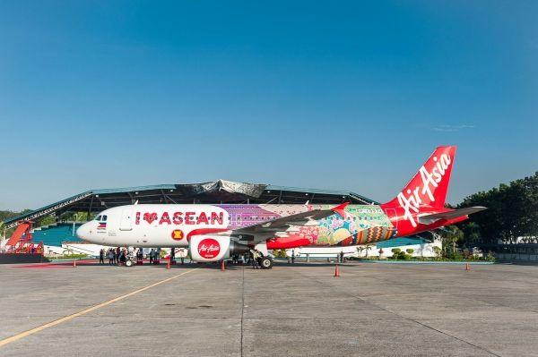 庆祝东盟成立50周年 亚航最新涂装飞机亮相