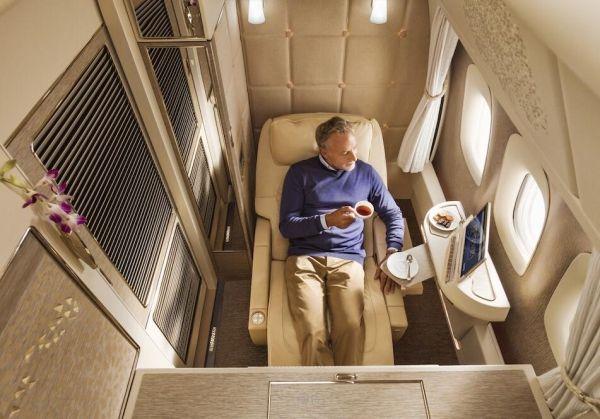 阿联酋航空全新波音777头等舱封闭式私人套间