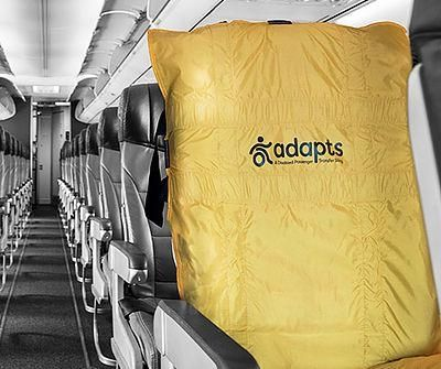 紧急撤离时,飞机上如果有轮椅旅客怎么办?
