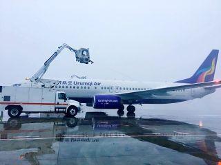 乌鲁木齐航空顺利保障今冬第一场降雪运行