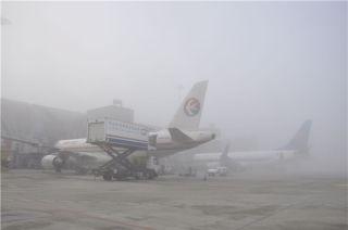 成都机场再遭大雾 逾8000名旅客滞留