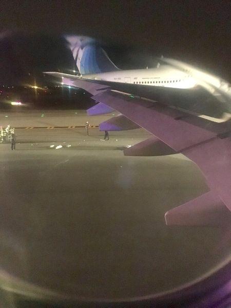 两客机起飞时机翼发生碰撞 并未造成人员伤亡