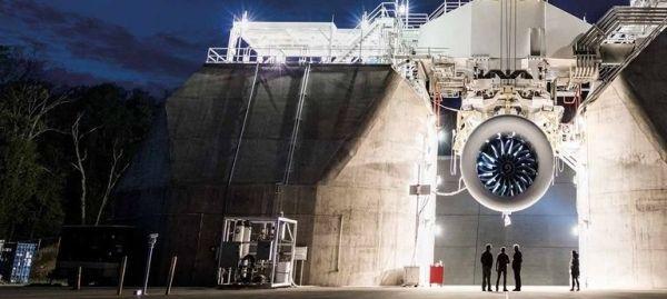 世界上最大的飞机发动机GE9X在通用电气公司位于俄亥俄州皮布尔斯测试工厂。
