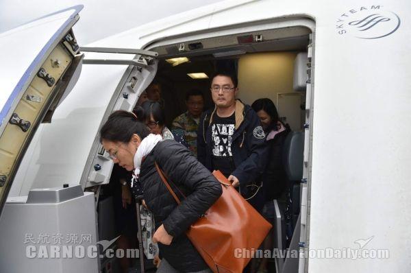 东航派7架客机空机飞赴巴厘岛接回1740名旅客