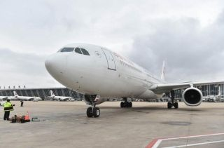 东航班机30日上午接载滞留巴厘岛游客逾千名