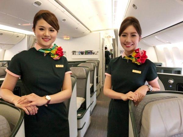 长荣航空启用第三代制服 空姐增加领巾可自由系