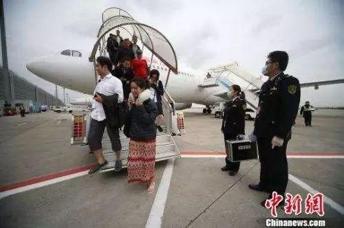 11月27日,受阿贡火山喷发影响,印尼巴厘岛伍拉莱国际机场暂时